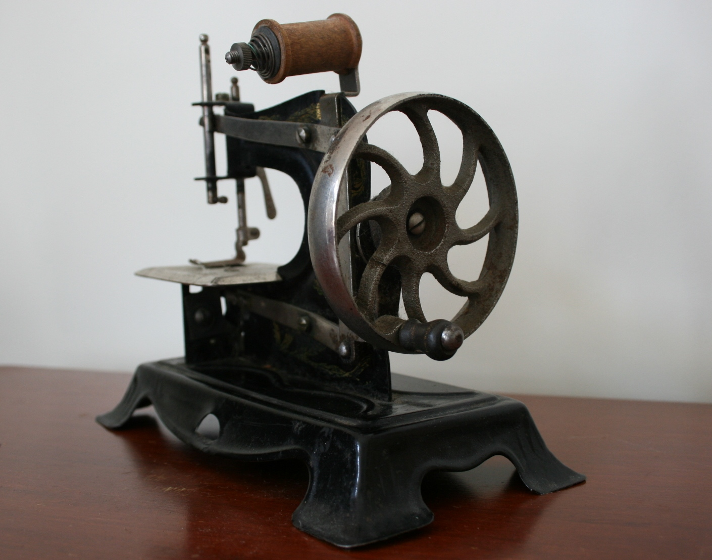 You May Have Noticed I Quite Like Old Things I Have My Mother S Chain Sch Sewing Machine Which She Used As A Child In The 1930s And 40s